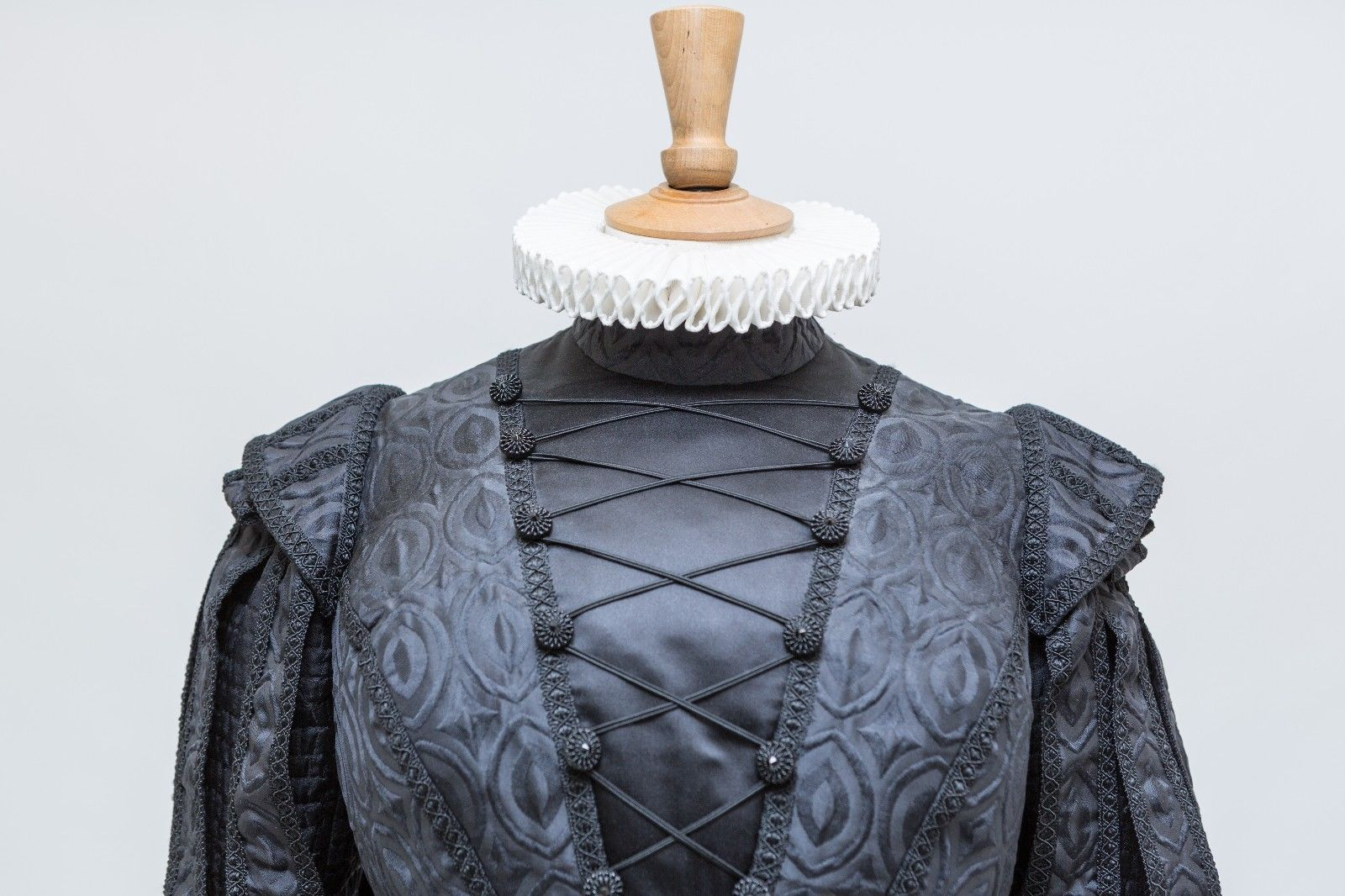 judi dench royal shakespeare company elizabethan doublet