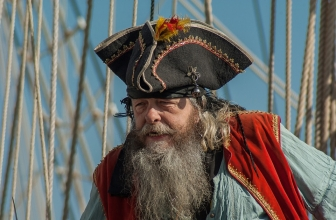 Shop These Amazing Adult Men's Pirate Costumes